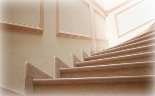 【やってはいけない風水】廊下・階段・壁編~廊下や階段に特に何も飾っていない~